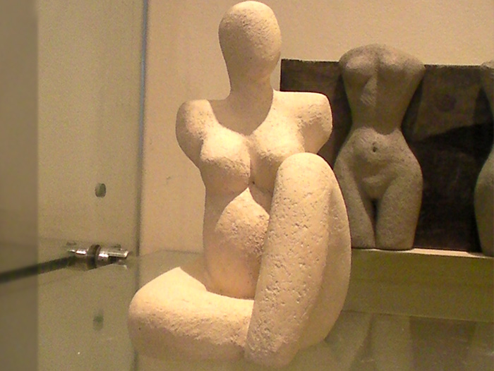 Picture of a female form sculpture exhibited in the Masbro exhibition space