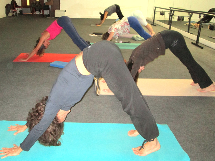 Picture of a yoga class at Masbro
